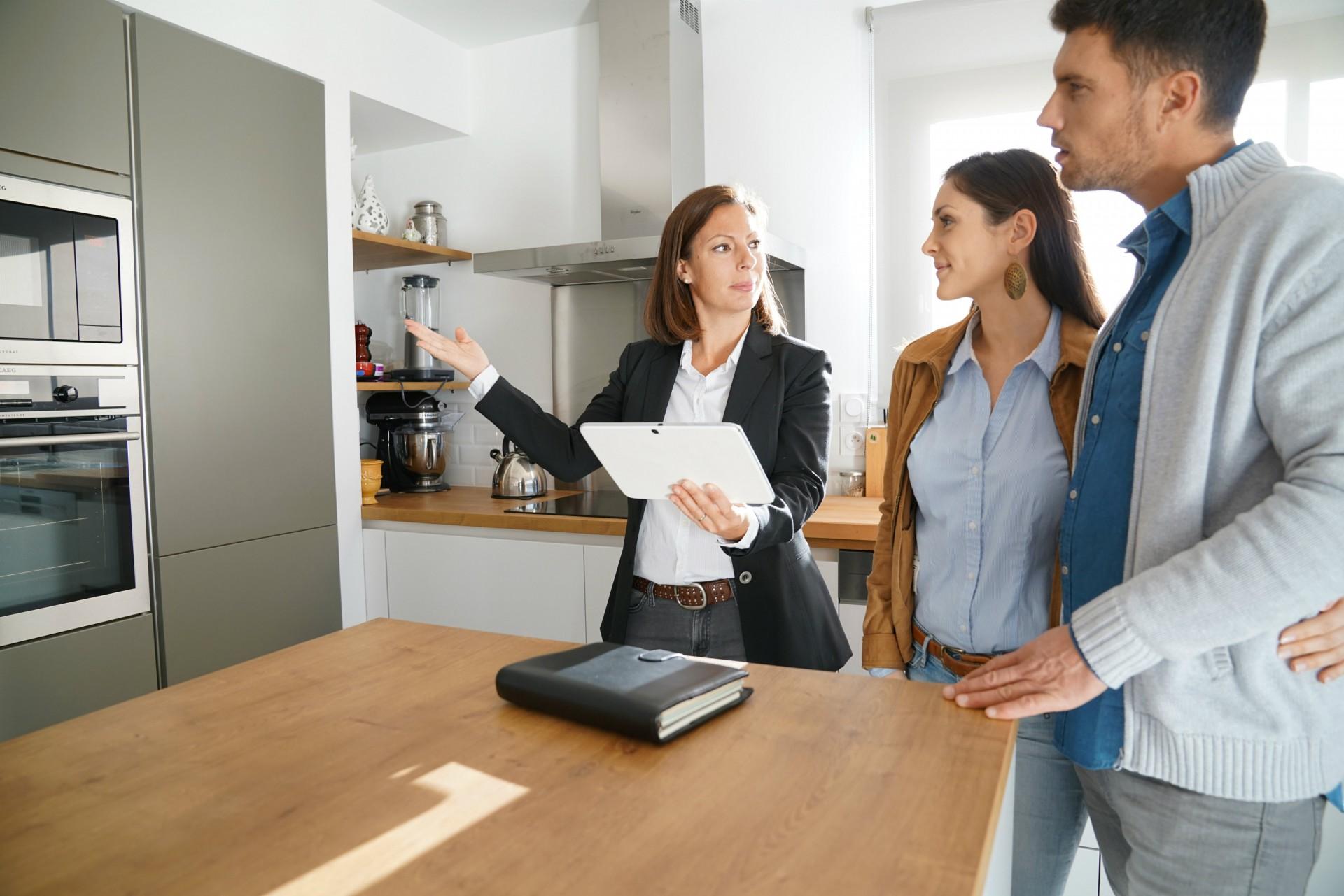 Zaufanie do agenta nieruchomości jest niezwykle ważne podczas podejmowania tak ważnej decyzji, jaką jest zakup mieszkania