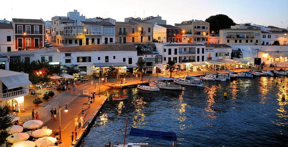 Domy i mieszkania w Hiszpanii