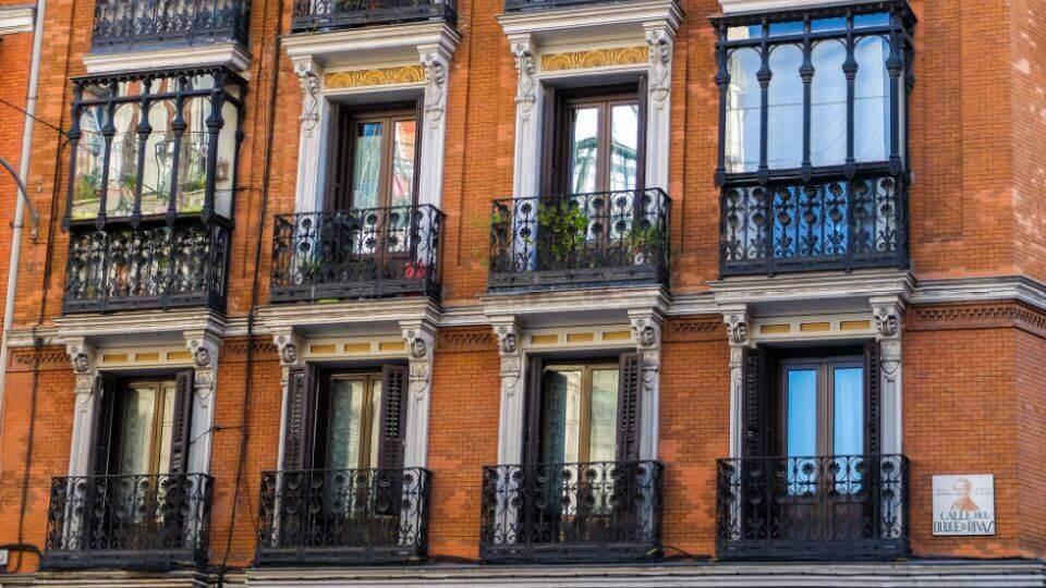 mieszkanie w kamienicy w Hiszpanii